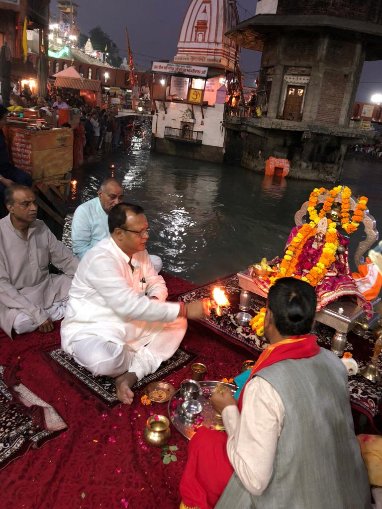 RAHUL SIR PERFORMING GANGA ARTI AT HARKI PAURHI, HARIDWAR.